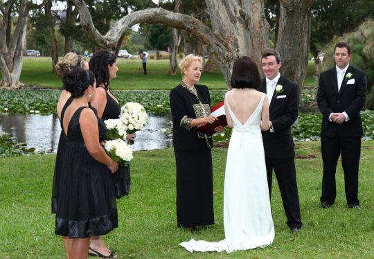 http://www.sydneymarriagecelebrant.com.au/wp-content/uploads/2015/12/EllisWedding-018-540x374.jpg