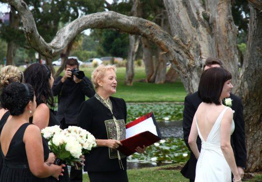 http://www.sydneymarriagecelebrant.com.au/wp-content/uploads/2015/12/EllisWedding-021-540x374.jpg