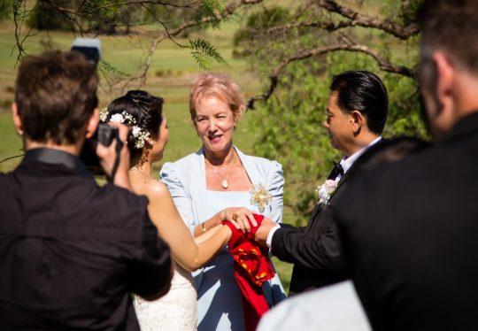 http://www.sydneymarriagecelebrant.com.au/wp-content/uploads/2015/12/WeddingCamdenNov2013-0078-540x374.jpg