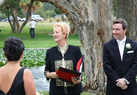 https://www.sydneymarriagecelebrant.com.au/wp-content/uploads/2015/12/photogallery-01-540x374.jpg